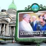 Revuelo por el afiche de Insaurralde con el Papa