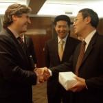 Amado en China, firmando acuerdos de cooperación económica