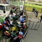 Luego de amenazar con muertos y paro nacional, Quilmes llegó a un acuerdo con camioneros.