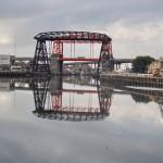 Fuegos artificiales y arte tanguero sobre las aguas del Riachuelo