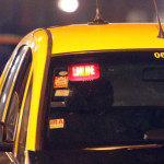 Implementan tarjetas inteligentes con datos útiles para mayor seguridad en taxis