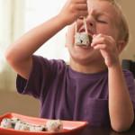 Los riesgos del consumo de sushi y dietas veganas