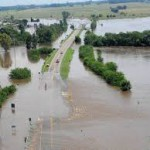 Frente a inundaciones monitorean la crecida del río Salado
