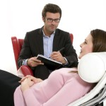 Por mayor inteligencia emocional las mujeres son más propensas a la terapia