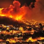 Alerta y 400 evcuados por incendio en Valparaíso