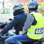 Fin del debate: Motoqueros deberán llevar número de patente en chaleco y casco en todo el país