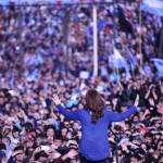 Rodeada de una multitud, CFK convocó a la unidad para frenar las medidas neoliberales del macrismo
