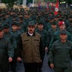Maduro encabeza una marcha pacífica por Caracas con miles de militares
