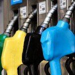 Gobierno postergó un mes la suba de un impuesto a los combustibles (petroleras igual ajustarían)