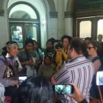 Mujeres de pueblos originarios ocuparon el ingreso del Ministerio de interior