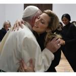 Primera dama: Fabiola Yáñez se reunió con el Papa y le regaló el cáliz que se usó en la misa de Luján
