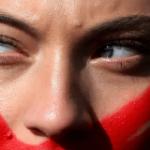Habilitan las farmacias de todo el país para pedir asistencia por violencia de género:  deberán pedir un barbijo rojo