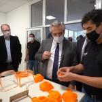 Alberto Fernández visitó el Museo Malvinas, donde se fabrican máscaras para el coronavirus