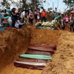 """En Brasil preparan """"fosas comunes"""" por la cantidad de muertos"""