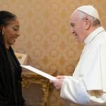 La embajadora argentina  ante el Vaticano le presentó sus cartas credenciales al Papa
