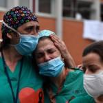 """Dura carta de médicos de terapia intensiva: """"Les suplicamos no salir, el personal sanitario está colapsado"""""""